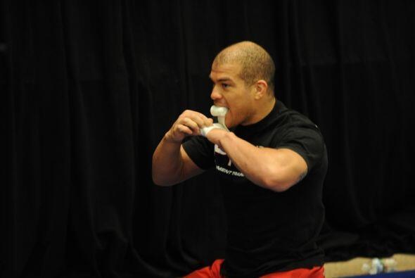 #10 Tito Ortíz (16-8-1) de ascendencia mexicana, debutó en la UFC 13 en...