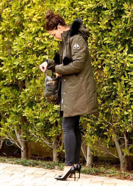 Katie Holmes combate el invierno con mucho estilo
