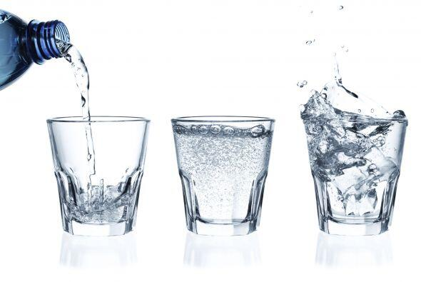 Los experimentos de Emoto consisten en exponer agua en recipientes a dif...