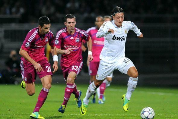 Otro de los jugadores que volvió a la titularidad fue Mesut Ozil.