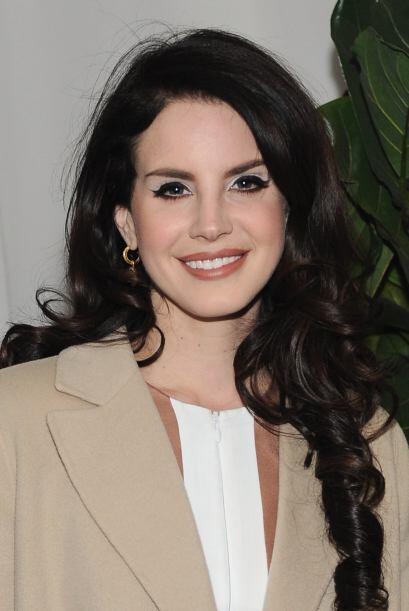 Las cejas de Lana del Rey nacieron para no morir. Ojalá y le sean...