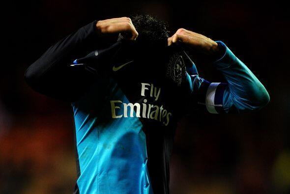 Al final los jugadores del Arsenal salieron del campo de juego totalment...