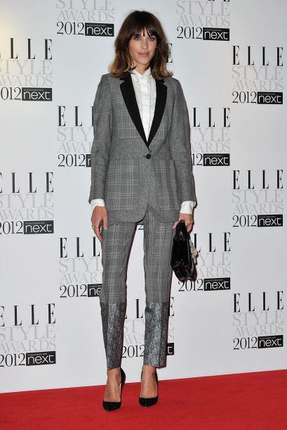 Usar traje con saco y camisa con moño suena a un estilo muy masculino qu...