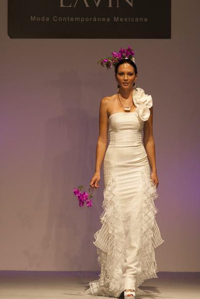 Si la boda va a llevarse a cabo en México, por que no llevar un 'look' m...