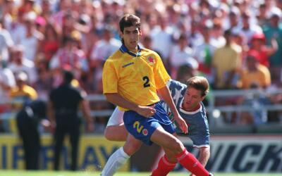 El defensor colombiano Andrés Escobar durante el partido disputad...
