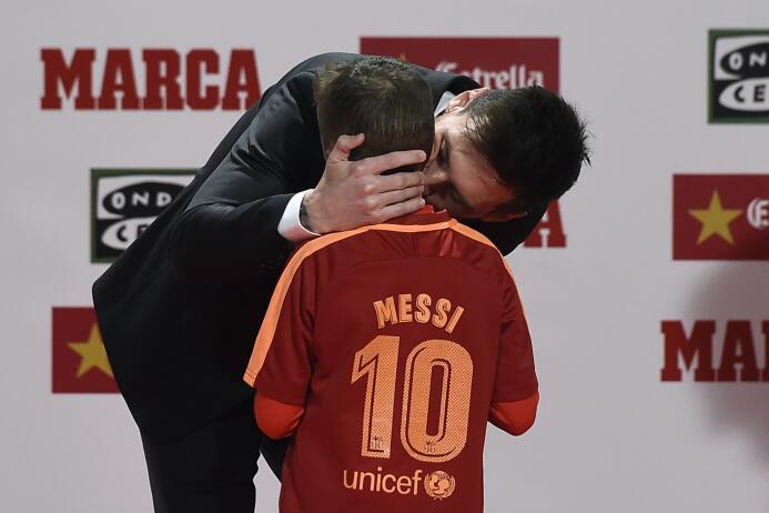 Cálida entrega a Lionel Messi de su cuarta Bota de Oro como goleador en...