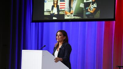 Eva Longoria invita a las jóvenes hispanas a que se involucren en las ciencias