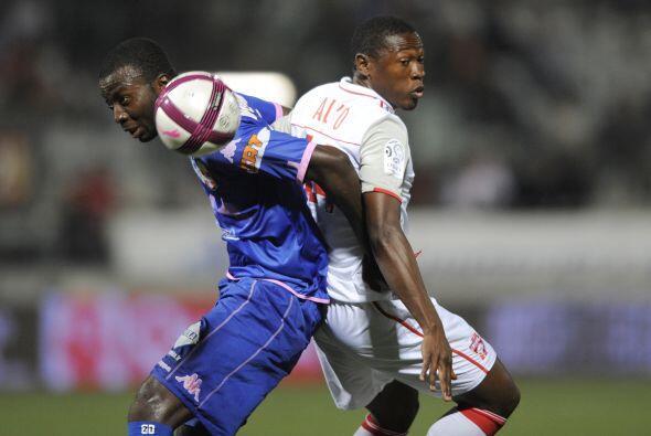 Al jugador del Nancy Alo'o y a Mongongu del Evian les picaba la espalda,...