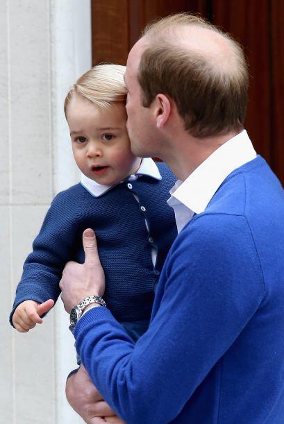 George estuvo la mayor parte del día bajo el cuidado de su abuela matern...
