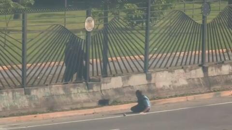 Estas imágenes dan prueba de cómo murió un manifestante en manos de mili...