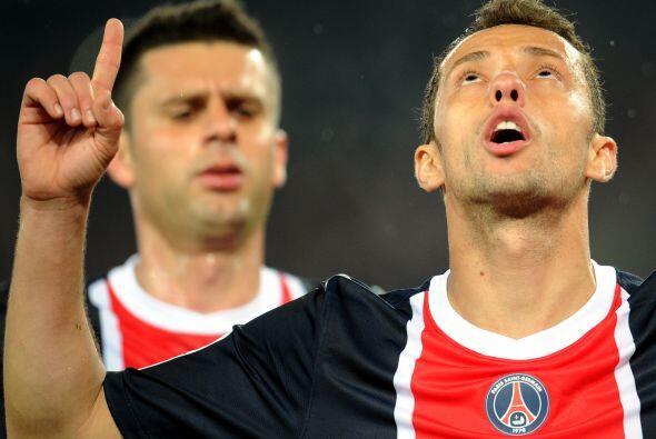 Nene hizo los tres goles con los que el PSG ganó y aún tie...