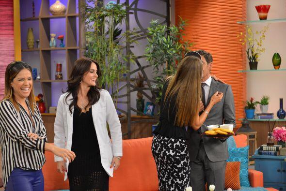 Imposible resistirse ¡Sofía le dio tremendo beso a su 'prometido'!