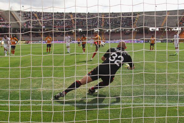 Después se cobró un penalti y el ex milanista Massimo Oddo lo convirtió...