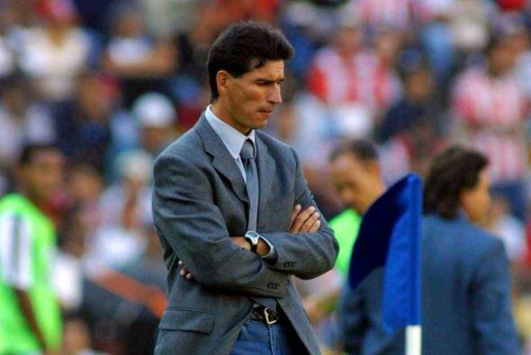 Su primer entrenador que contrató fue, Eduardo de la Torre, al cu...