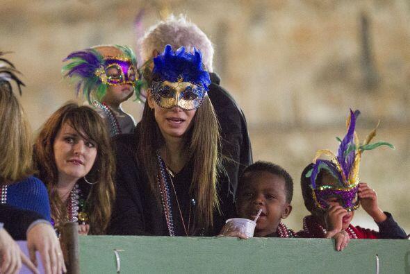Louis regresó para ver otra parte del desfile.