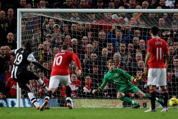 Demba Ba lo ejecutó y marcó el empate.