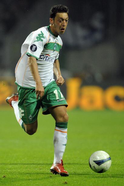 Özil destacó las temporadas previas con el Schalke 04 lo que le valió se...