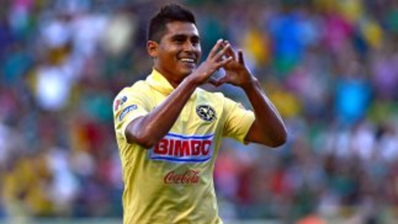 Osvaldo Martínez mediocampista del América.