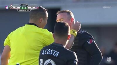 Tiro desviado de Wayne Rooney