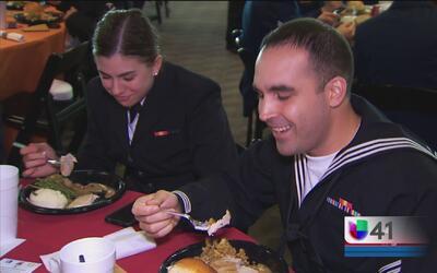 Soldados disfrutaron de una emotiva comida del Día de Acción de Gracias