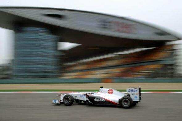En la primera carrera en el Gran Premio de Australia, el mexicano quedó...