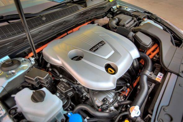 Kia Optima Hybrid 2015- Sus excelentes niveles de consumo los logra grac...