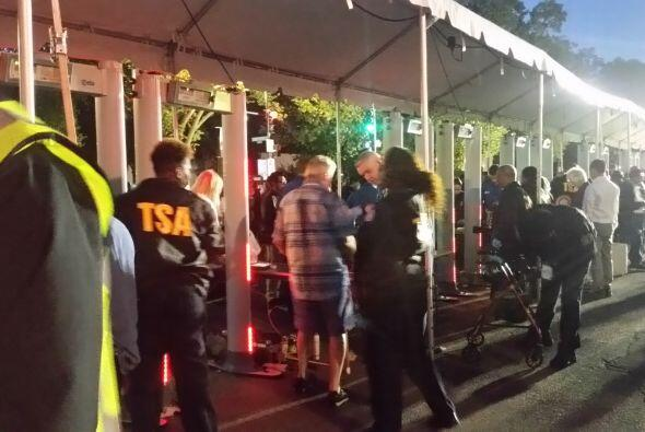 Los agentes de seguridad patrullan las calles de la capital estadouniden...