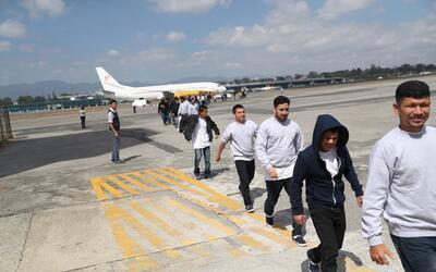 Esta foto de archivo muestra cómo guatemaltecos deportados de Est...