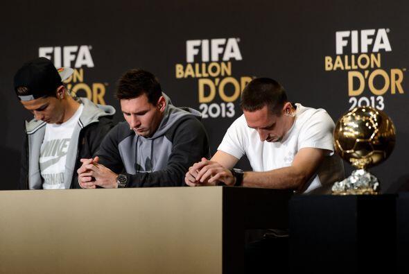 ¿Acaso estaban rezando los tres futbolistas para poder ganar el Balón de...