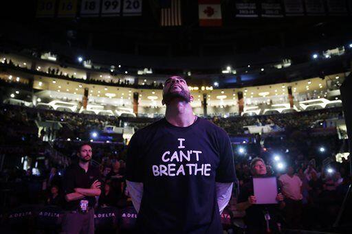 Antes de que el equipo empezara el juego en el Staples Center, el alero...