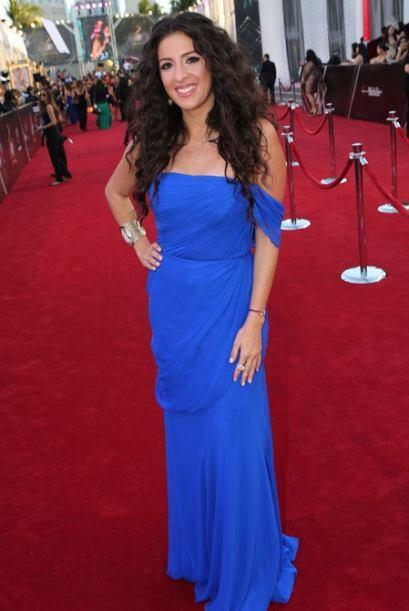 El tono azul rey del vestido de María Teresa Interiani era ideal para el...