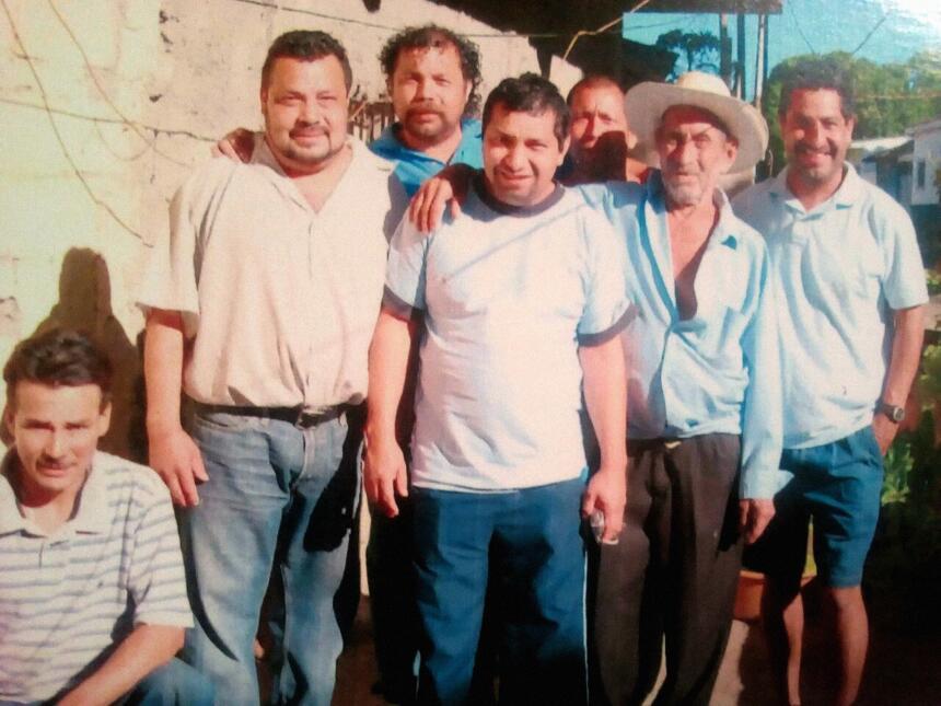 Juan Pablo aparece en esta imagen junto a nietos y uno de sus hijos.