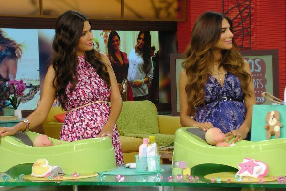 Ana y Alejandra muy atentas a los consejos de Bárbara y el doctor Cárdenas.