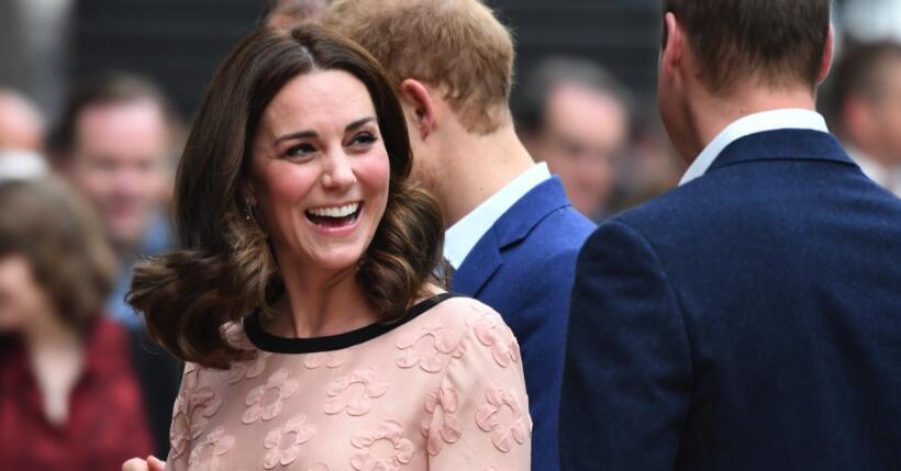 Kate Middleton baila en evento benéfico.
