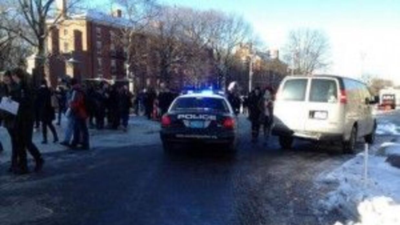 Las autoridades de la Universidad de Harvard ordenaron desalojar cuatro...