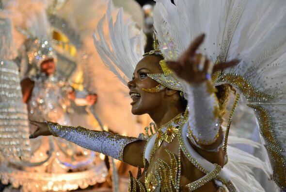 """Tijuca escenificó en el sambódromo una opera de exaltación al llamado """"B..."""