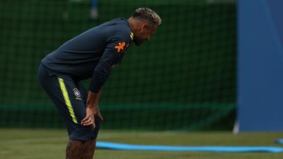 Relato gráfico del abandono de Neymar en entrenamiento de Brasil por dolencia de tobillo