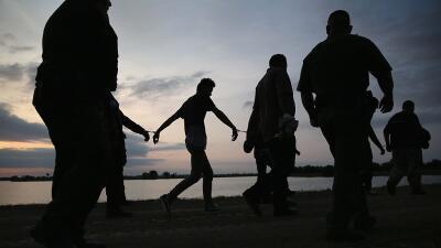 Un grupo de indocumentados son detenidos por la Patrulla Fronteriza en 2...