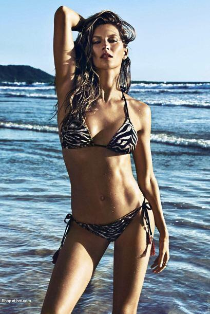 La línea incluye desde sensuales bikinis, hasta prendas ideales para ir...