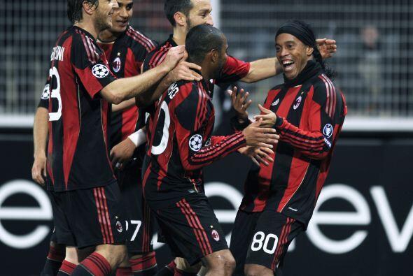 Ya en el tiempo de descuento, el brasileño Ronaldinho hizo el 2-0 final.