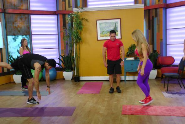 Con estos sencillos ejercicios podrás trabajar la espalda, el abdomen, l...