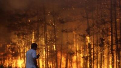 El gobierno de Moscú batalla para contener incendios forestales fuera de...
