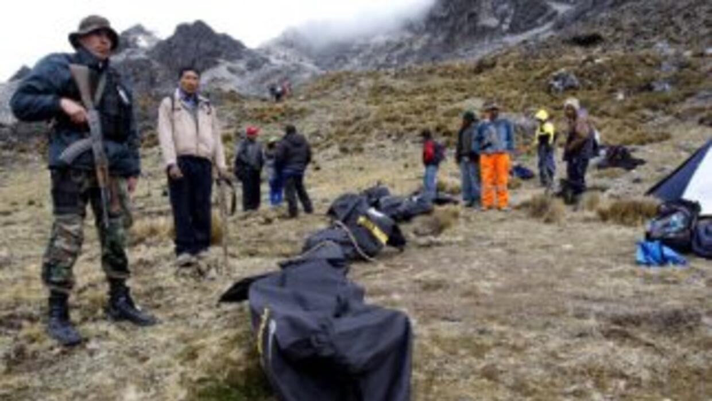 Al menos 26 personas murieron y siete quedaron heridas el sábado al caer...
