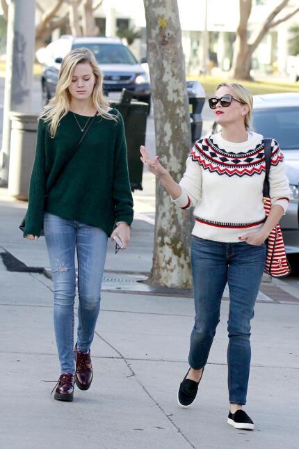 Reese y su hija, se ven freaky una junto a la otra WB_RWAHID151214_10.jpg
