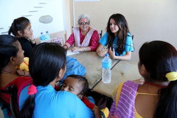 Selena es embajadora de UNICEF desde el 2009, esta vez viajó a Nepal par...
