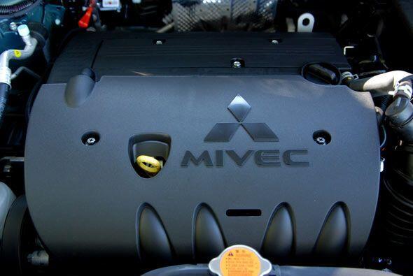Está equipada con un motor de cuatro cilindros y 2.0 litros con bloque d...
