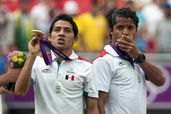 Luego de conseguir la medalla de oro, Javier Aquino brincó al fútbol esp...