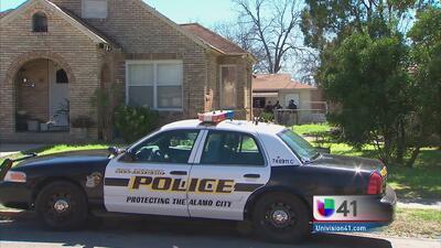 Hombre es atacado a tiros en residencia