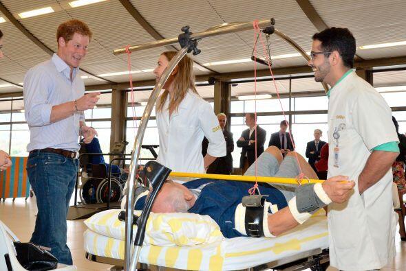 El príncipe Harry no está acostumbrado al clima caluroso que no tiene en...