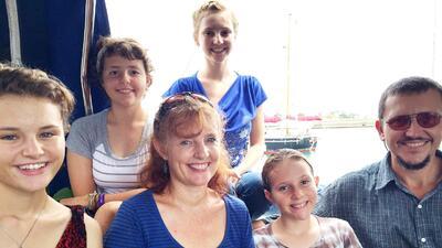 La pareja zarpó desde Sudáfrica junto a sus cuatro hijas zarparon de Sud...